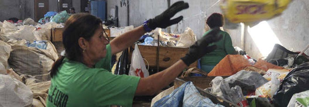 Prefeitura de Sorocaba formaliza cessão de galpão para cooperativa