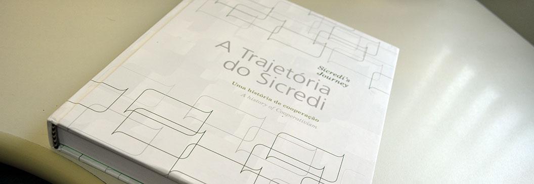 Sicredi lança livro para contar sua história