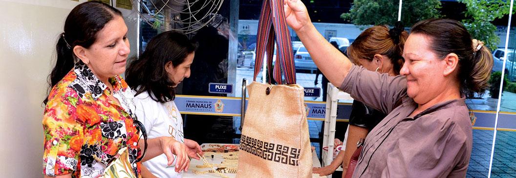 Coopamart expõe produtos na Câmara Municipal de Manaus