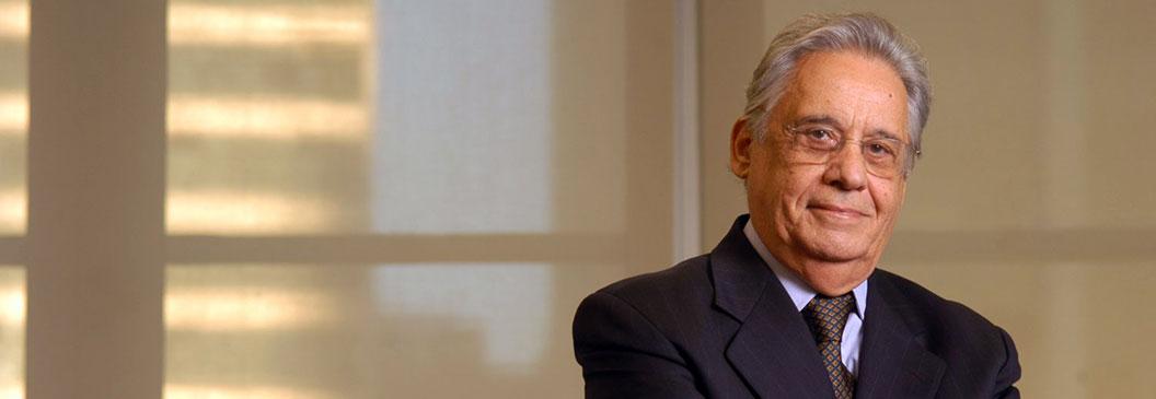 Fernando Henrique Cardoso discute o cooperativismo como modelo econômico durante a convenção realizada pela Unimed