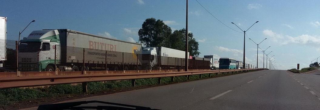 Deputados pedem ao governo diálogo para acabar com greve de caminhoneiros