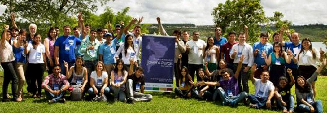Jovens de países latino-americanos trocam experiências sobre agricultura familiar