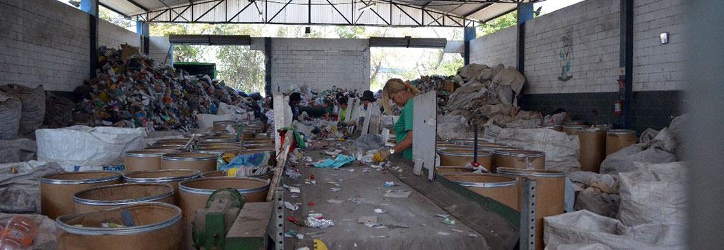Falta material reciclável para os catadores. O que a Prefeitura tem com isso?